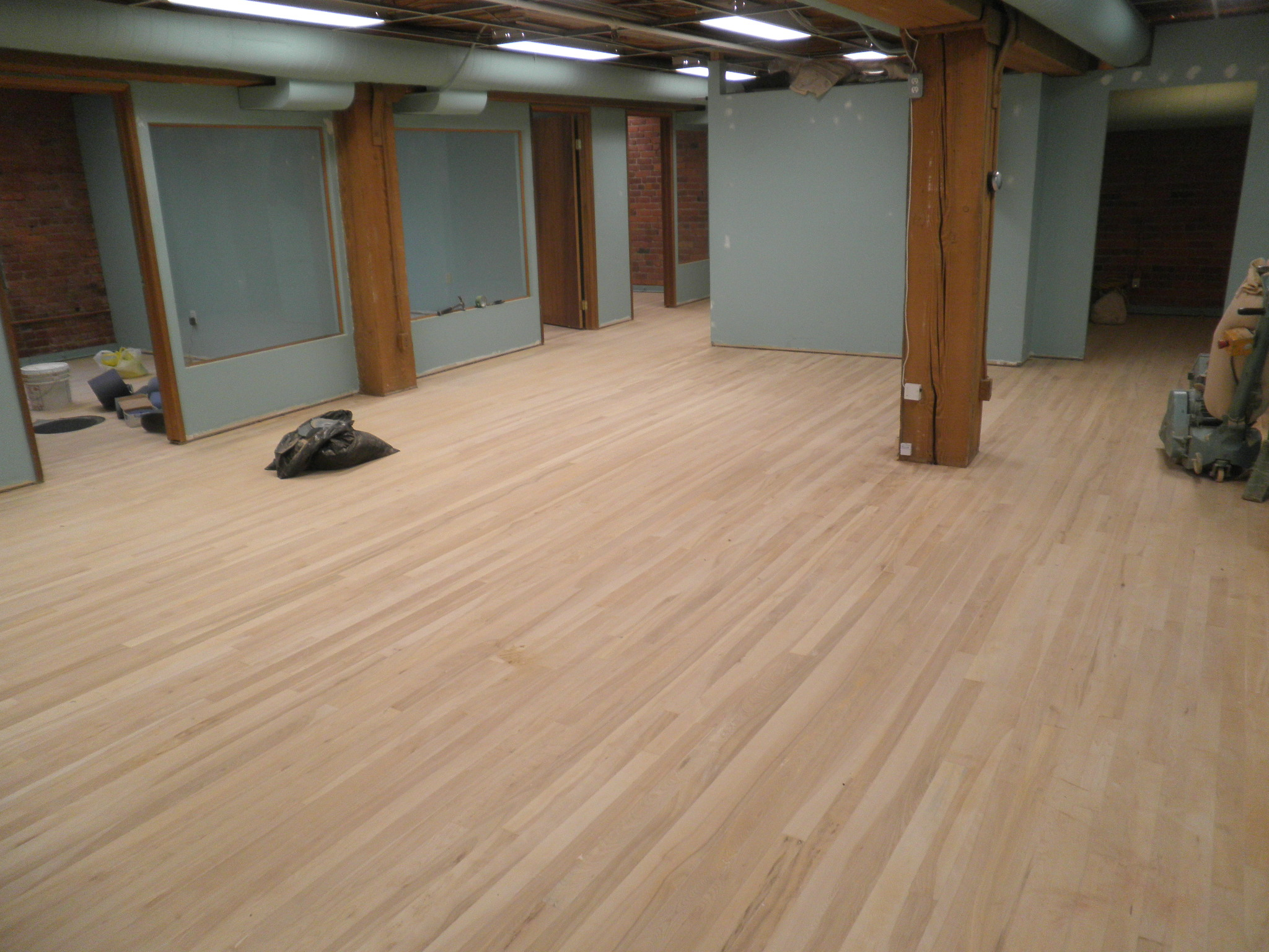 Hardwood floor refinishing hardwood floor refinishing for Wood floor refinishing